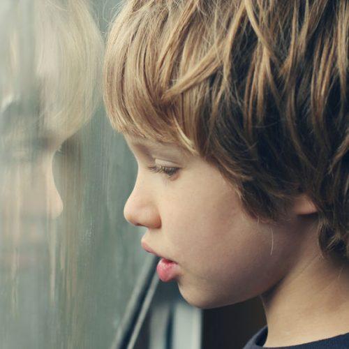 Dlaczego chłopcy częściej cierpią na autyzm?