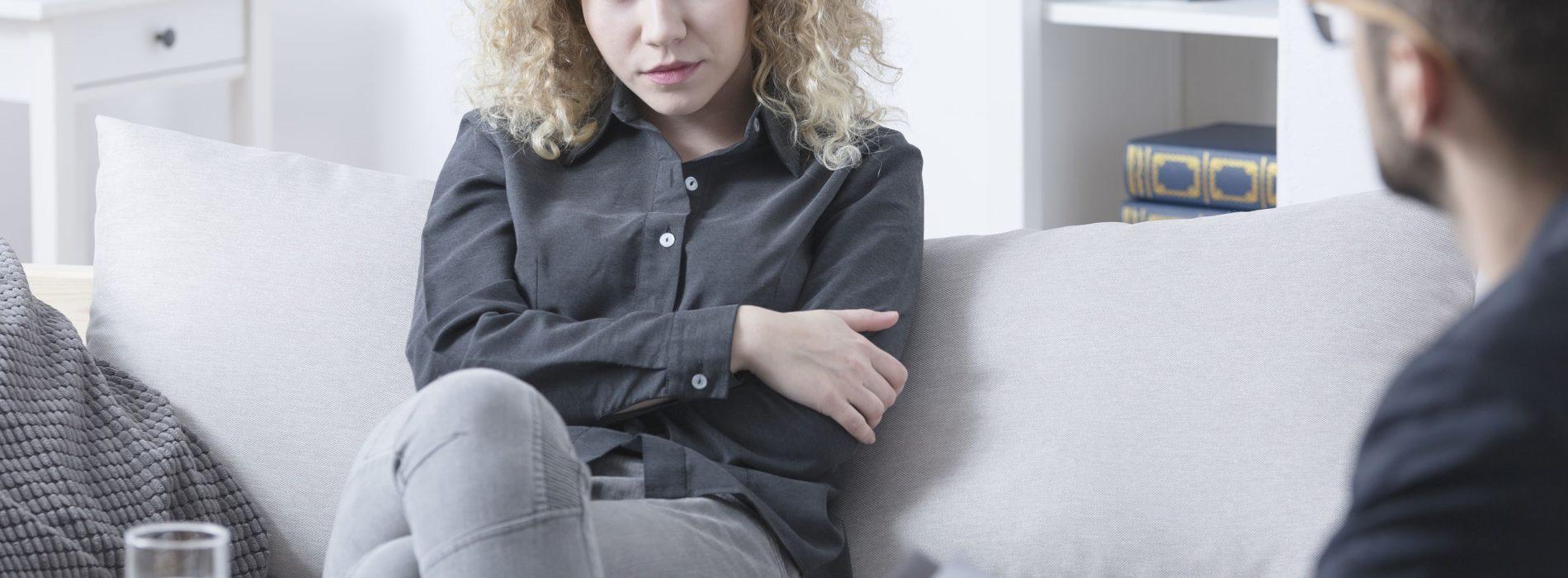Nerwica natręctw – przyczyny, objawy, przykłady i leczenie nerwicy