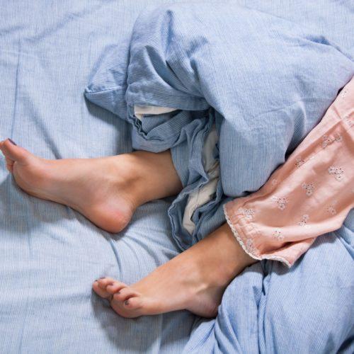 Konopie w zespole niespokojnych nóg. Jak konopie mogą złagodzić objawy RLS?